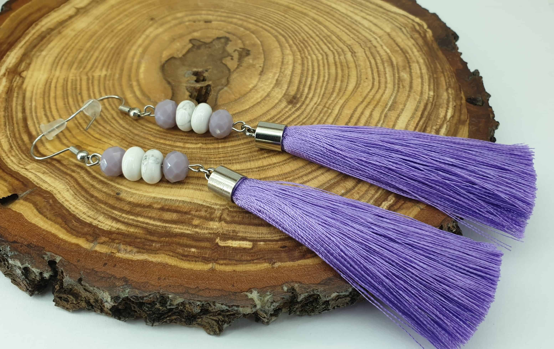 világos lila selyem bojt fülbevaló